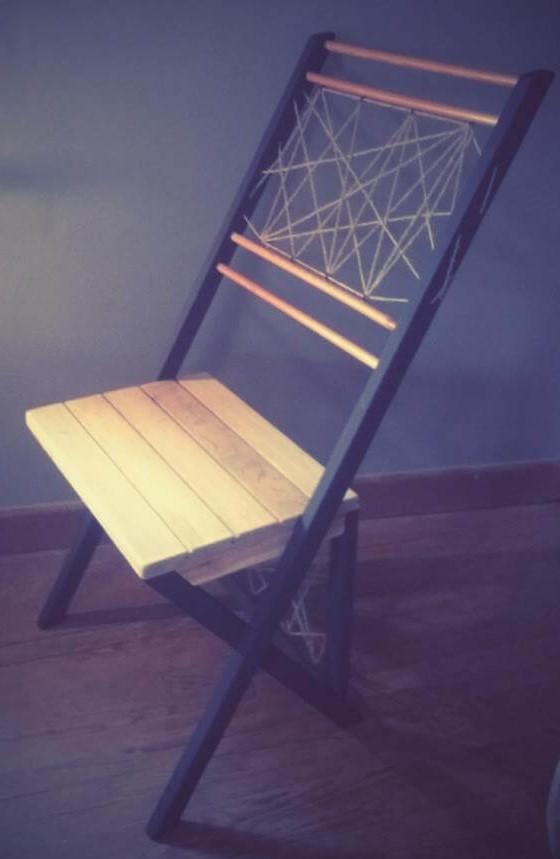 Chaise en bois et corde